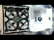 Parrot AR Drone 2.0 - Elite Edition + HELICES ET BATTERIES SUPPLEMENTAIRES